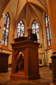 Kees Schaepman in de basiliek in Tubbergen, foto: Maarten Slagboom