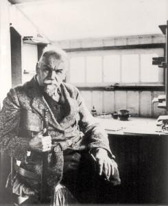 Frederik van Eeden in zijn hut ca. 1930